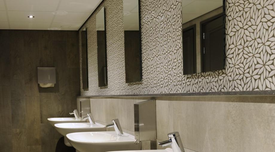 Toiletgroepen zalencentrum te Wijchen - Aalbers Badkamers